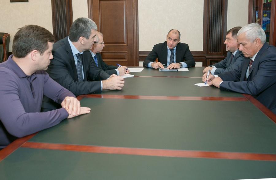 Рашид Темрезов провел совещание с членами Правительства КЧР
