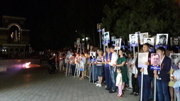 """В Карачаево-Черкесии в канун Дня памяти и скорби несколько сотен человек стали участниками акции """"Свеча памяти"""""""