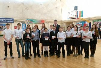 Школьникам Карачаево-Черкесии вручили значки ГТО