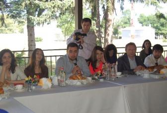 Глава КЧР встретился с блогерами СКФО