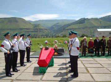 В День памяти и скорби в Карачаево-Черкесии предали земле останки двух безымянных защитников Кавказа